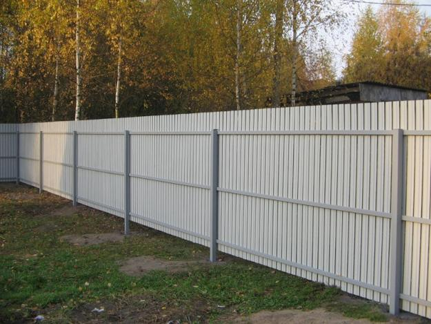 Забор из профнастила на 3 лагах
