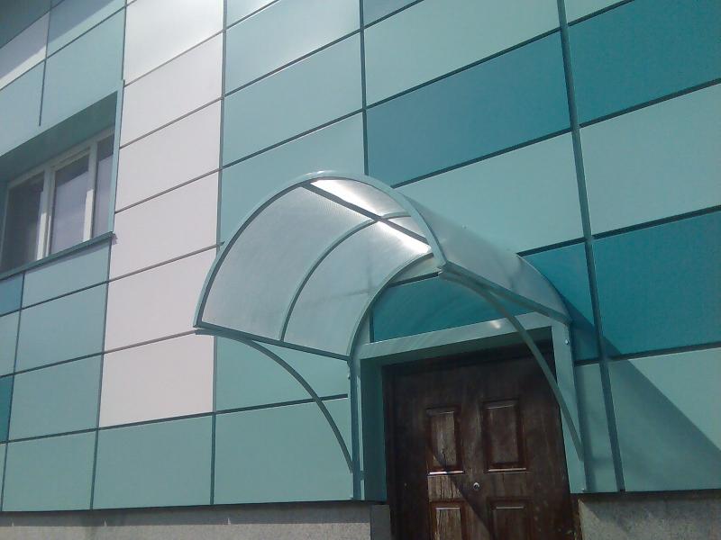 Козырек над входом фото из поликарбоната