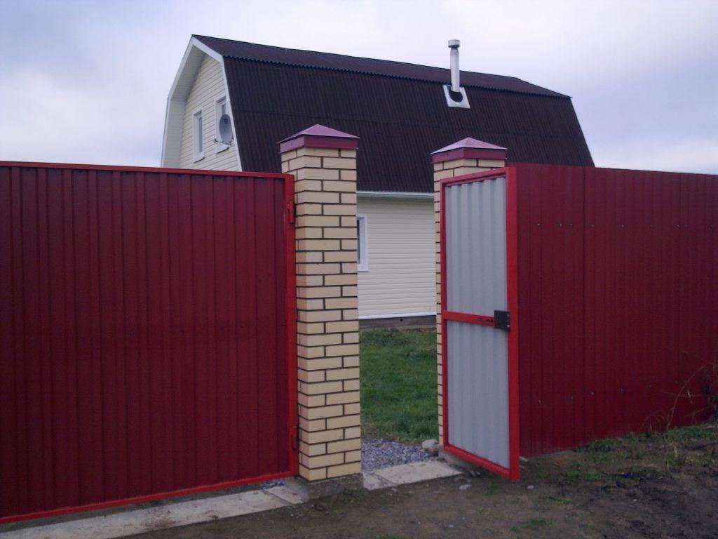 забор из профнастила с воротами и калиткой кованными цена установка