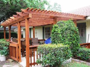 деревянный навес на даче