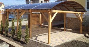 деревянный навес с арочной крышей